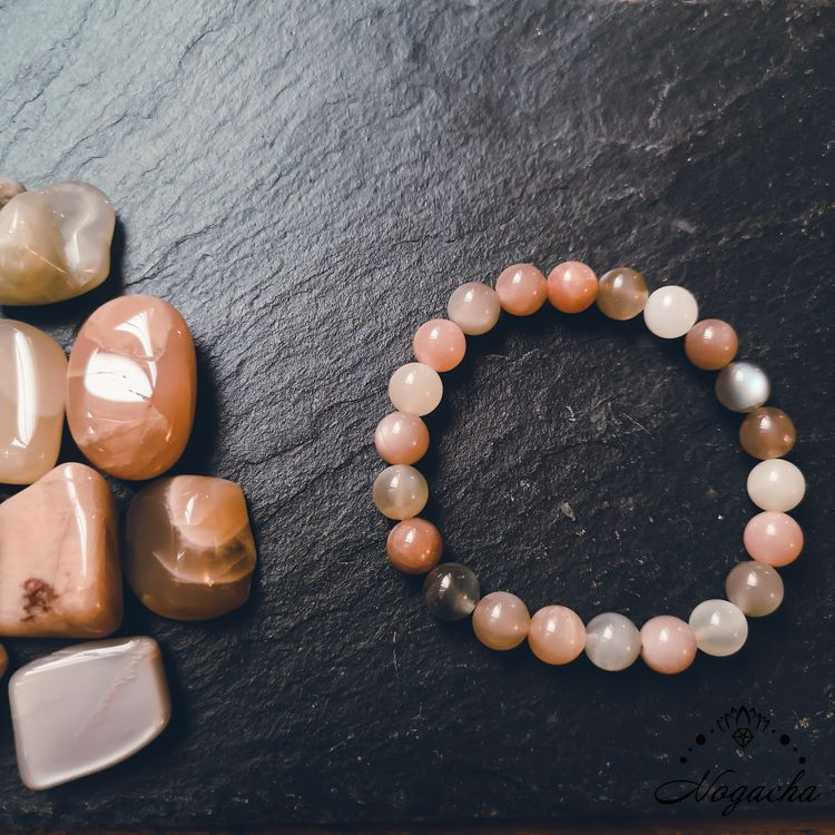 bracelet-feminite-pierre-de-lune