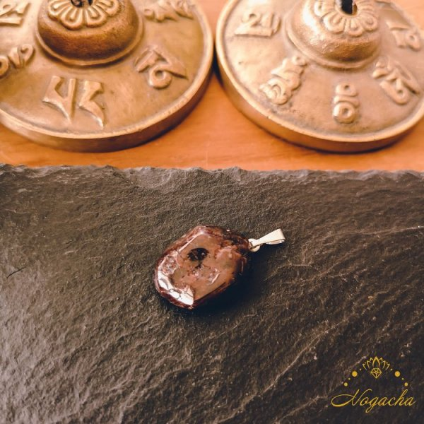 pendentif-pierre-roulee-grenat