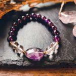 Bracelet-chakra-couronne-cristal-de-roche-amethyste
