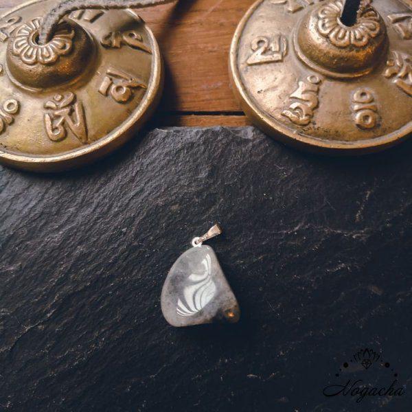 pendentif-labradorite-pierre-roulee