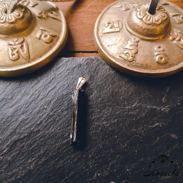 pendentif-tourmaline-pierre-roulee